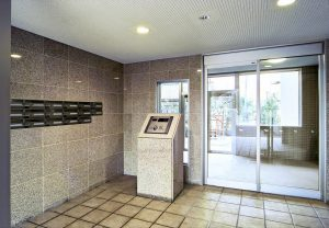 nt-180624-entranceholl